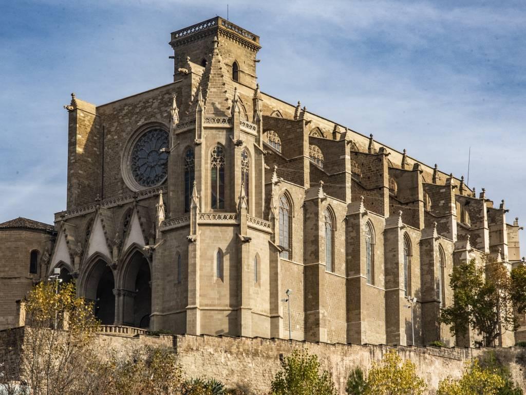 web.lunman3d.es/downloads/images/objetos/edificios/Basilica_Manresa.jpg